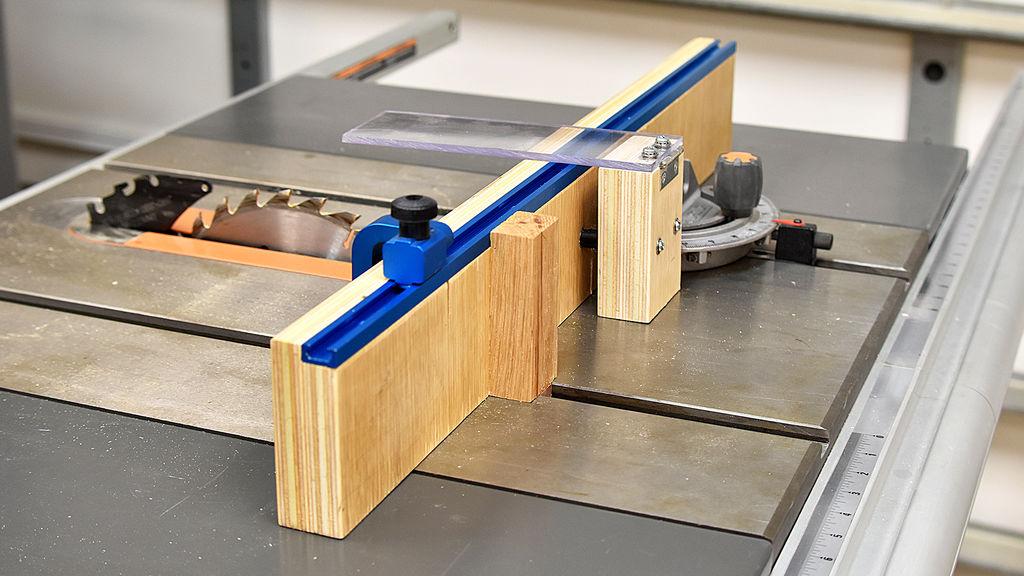 How To Make A Crosscut Sled Small Foot Print Diy Creators