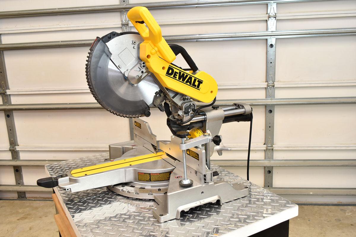 DeWALT DWS779 12-Inch 15-Amp 3800-Rpm Double Bevel Sliding Compound Miter Saw